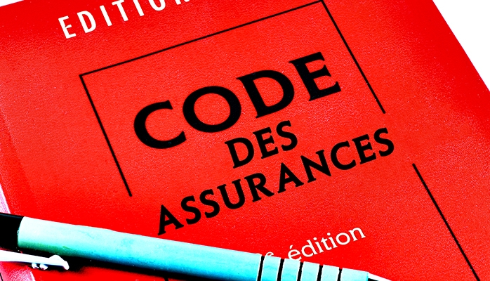 Application exclusive de l'article L. 113-10 du code des assurances dont le mécanisme de sanction est repris en substance dans la police